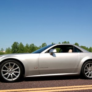 2006 Cadillac XLR-V in Light Platinum