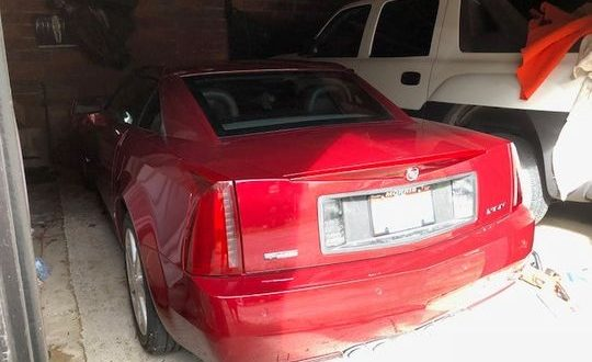 Cadillac Xlr Owner Gets Trapped In Car After Key Fob Battery Fails